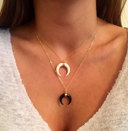 https://fr.aliexpress.com/item/Retro-Crescent-Horn-Pendant-Necklace-Gothic-White-Black-Moon-Gold-Plated-Chain-Collar-for-Women-Fashion/32759813908.html?spm=2114.13010608.0.0.NgRqsi
