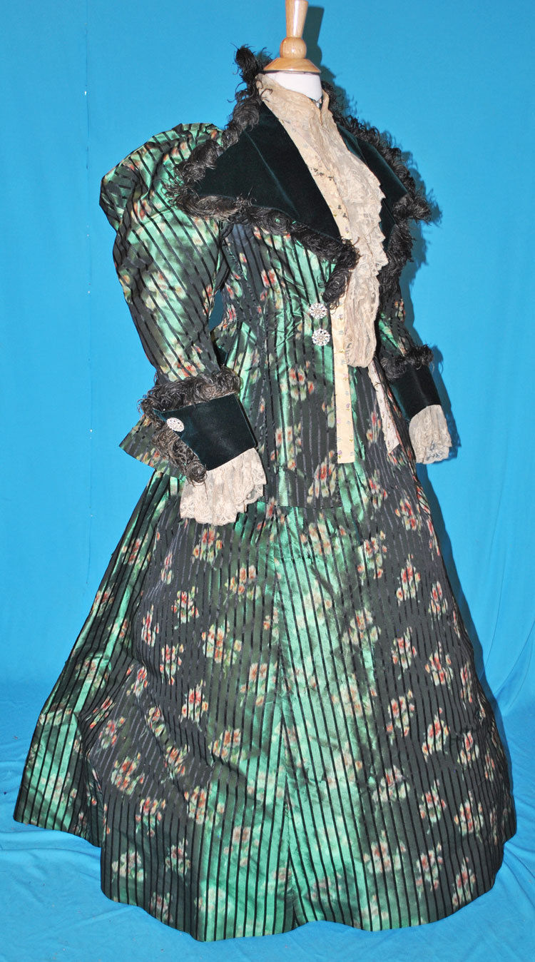 All The Pretty Dresses: Perfect Christmas Dress Circa 1890s!