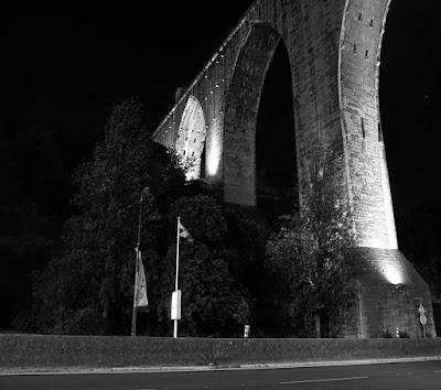 fotografia do aqueduto de águas livres em Lisboa