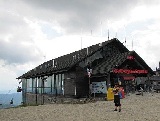 Jaworzyna Krynicka (1114 m n.p.m.) - przy górnej stacji kolejki gondolowej.