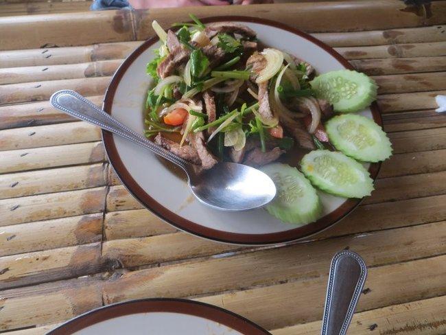 Салат с говядиной на гриле