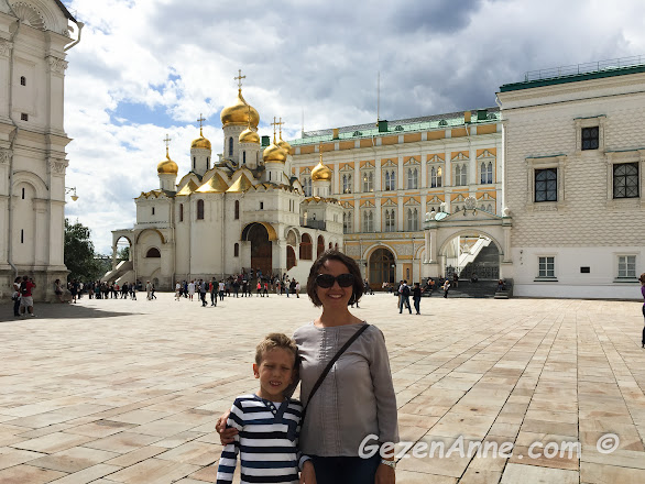 Katedral meydanında oğlumla, Kremlin sarayı