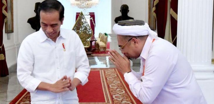 TERUNGKAP! Ngabalin Ledek Jokowi Kurang Gizi dan Bicara Konsep Ilahiyah di Acara HTI