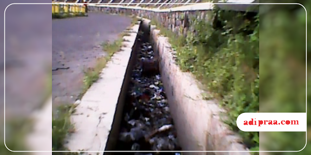 Saluran got penuh sampah di Embung Tambakboyo | adipraa.com