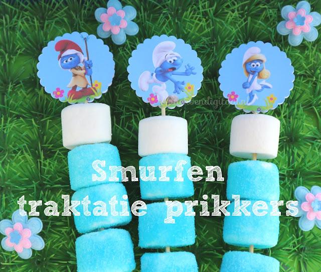 Smurfen traktatie Diy, smurfen printable, printable smurfen, traktatie van de smurfen, gekleurd suiker maken, marshmallows kleuren, traktatie prikkers