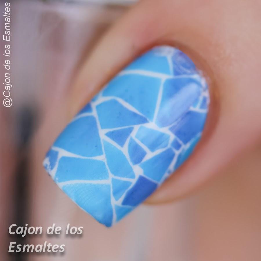 Uñas mosaico o vidrio roto sin celofán