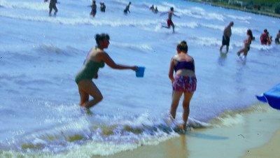 Частная добровольная помощь на бесплатном пляже.