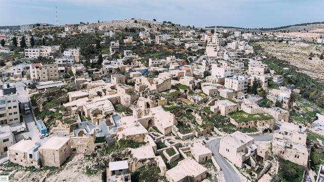 صورة رائعة حيث تظهر في الصورة معالم القرية بوضوح وبشكل جميل