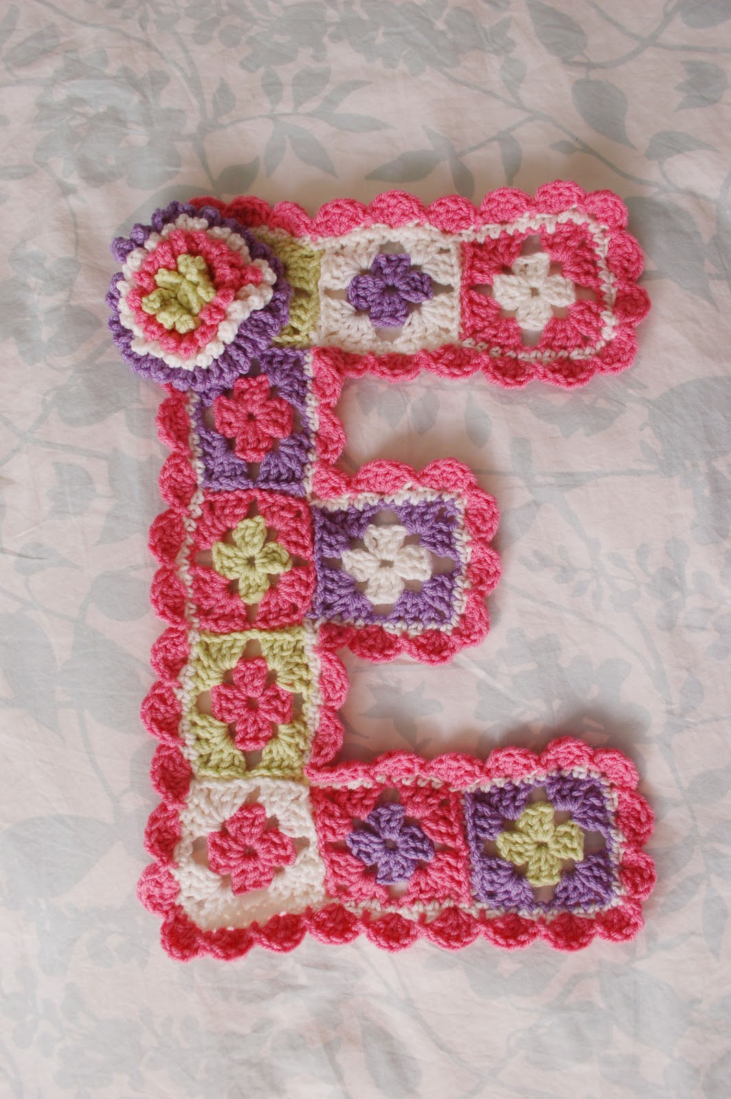 Alli Crafts: Free Pattern: Girl's Room Wall Decor Letter '