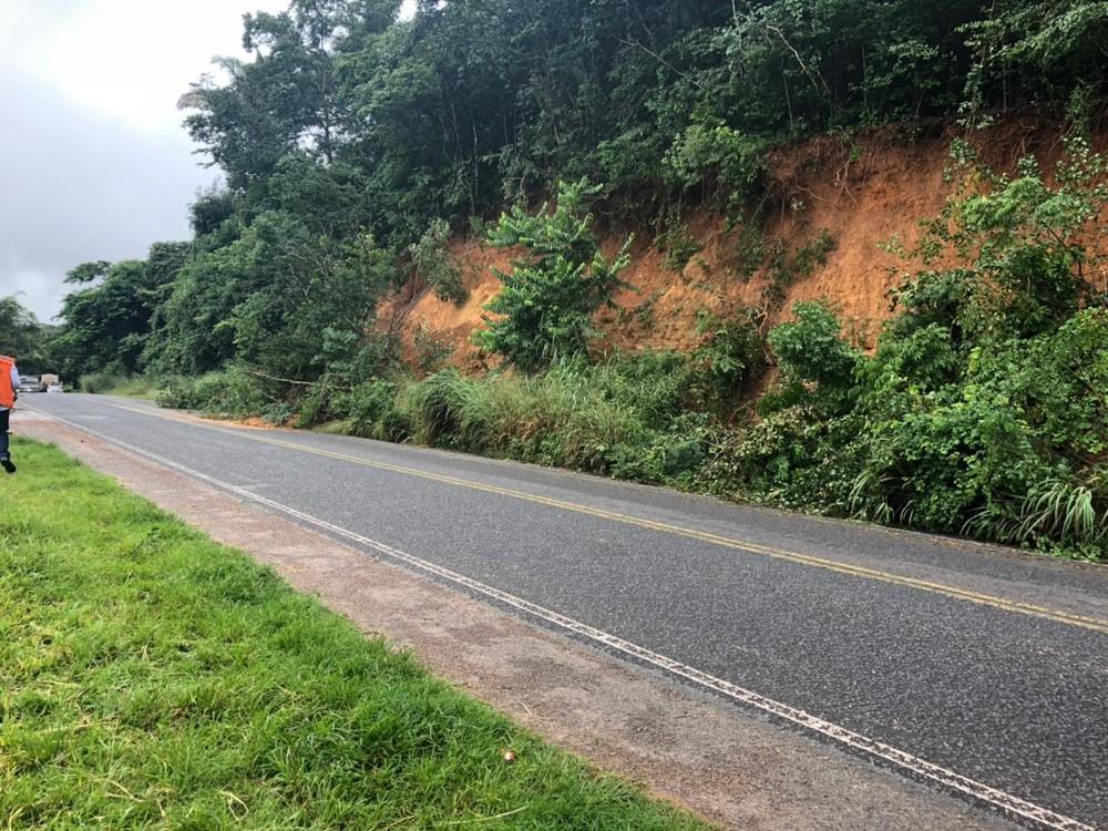 Deslizamento de terra na PI-113 deixa rodovia parcialmente interditada