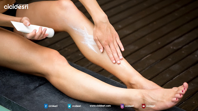 sun block, spf 50, 4 Simple Rule to Protect Our Skin While Traveling, lotion, umbrella, beach