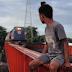 Ένα παράξενο «τρόλεϊ» στις Φιλιππίνες: Το πιο επικίνδυνο μέσο μεταφοράς στον κόσμο; (video)