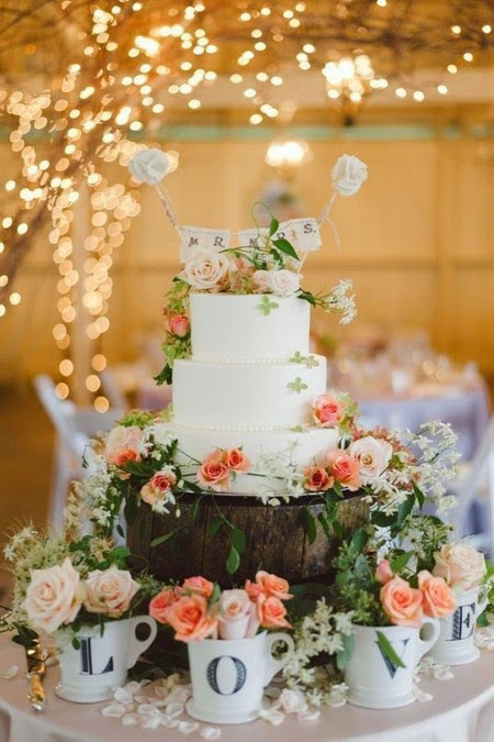 The idea of Wedding Cake decorated with beautiful flowers