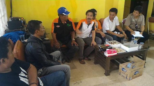 Pertemuan Ketua ORARI Lokal Tasikmalaya, Om Popo (YC1ACC) dengan pengurus baru.