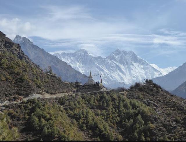 la prima stupa che s'incontra dopo namche