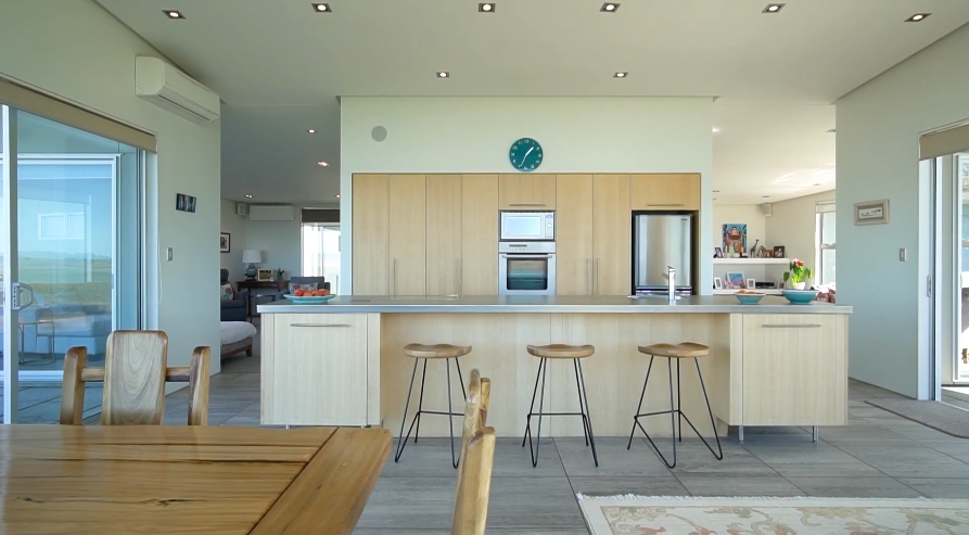 15 Interior Design Photos vs. 184E Prestidge Rd, Aongatete, New Zealand