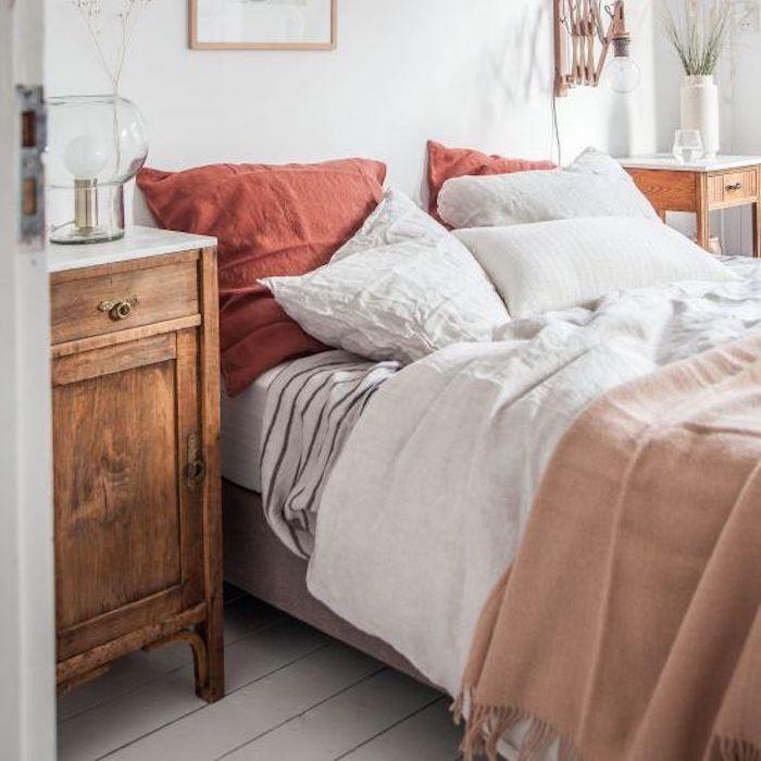 Dormitorio en tonos tierra