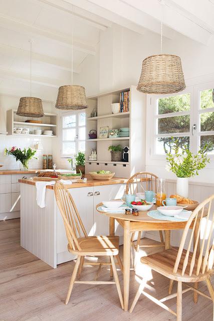 Casa de vacanță din lemn de pin a devenit casa de care un cuplu de 50 de ani se bucură în fiecare zi