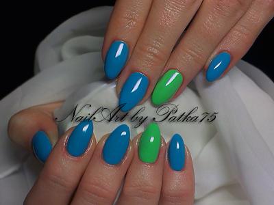 d88c7240bb6dc6 Niebiesko - Zielone migdałki. Paznokcie naturalne utwardzone żelem i  pomalowane kolorowymi żelami.