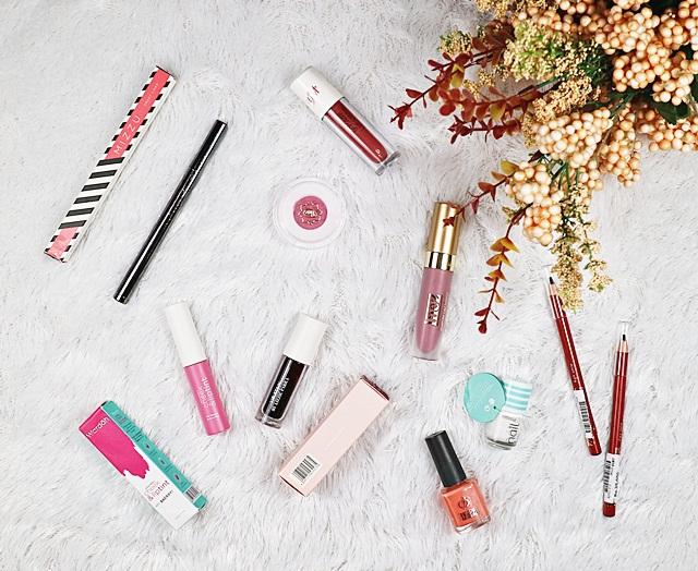 Lipstik dan Kutek Warna Warni