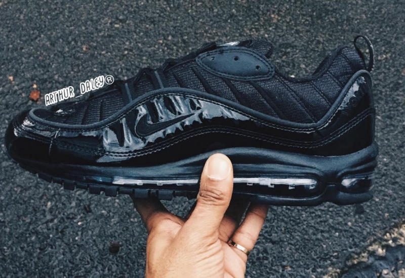 quality design 6f936 98024 A nother photo of Supreme x Nike Air Max leaked online. Previously we had  the chance to view both, Black and White colorways. This time we get a full  360º ...