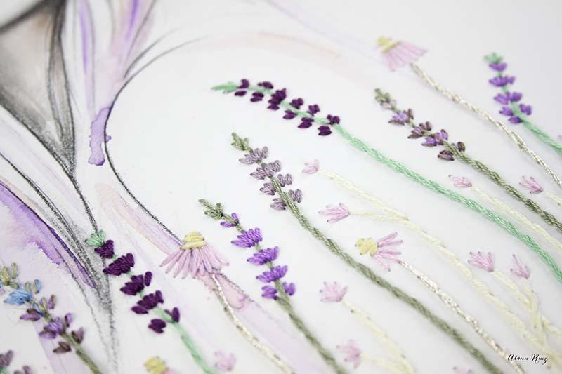 Flores de lavanda bordadas sobre papel