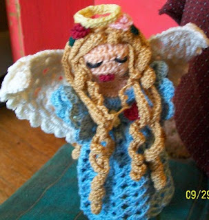 http://shellsyarnicles.files.wordpress.com/2012/10/lisa-christmas-angel1.pdf