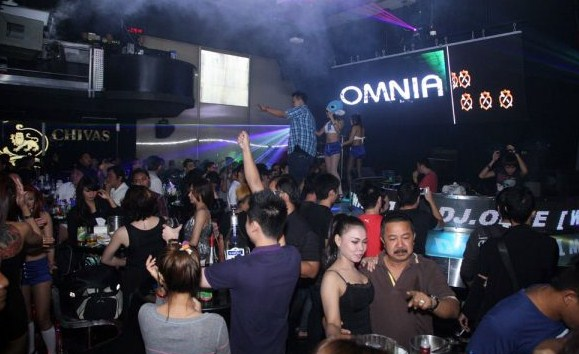 Navigasi ke Top Ten Club Coyote Bar Surabaya