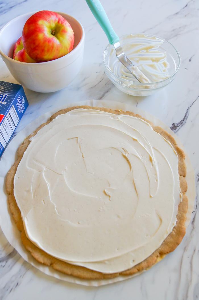 making caramel apple pizza