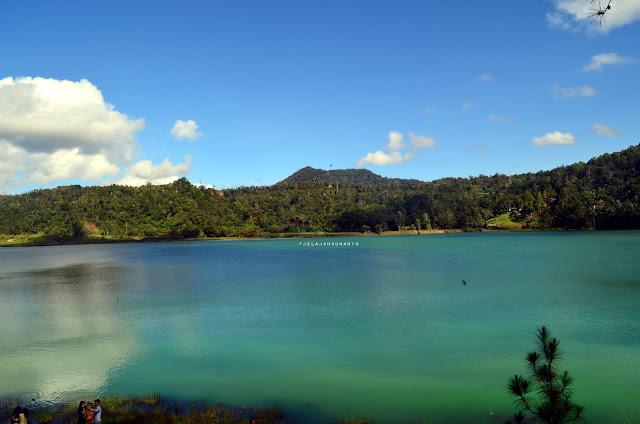 Pendar warna Danau Linow, Tomohon, Sulawesi Utara +jelajahsuwanto