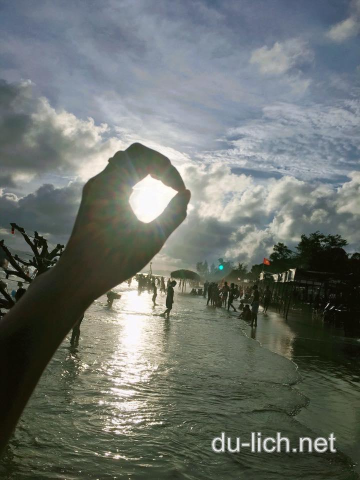 Hình ảnh bãi biển Vàn Chảy vào lúc hoàng hôn