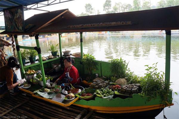 Pengalaman kuliner dan bermain di Floating Market Lembang Bandung