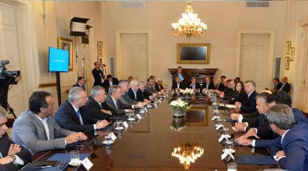 Macri debate reforma de jubilación argentina con gobernadores