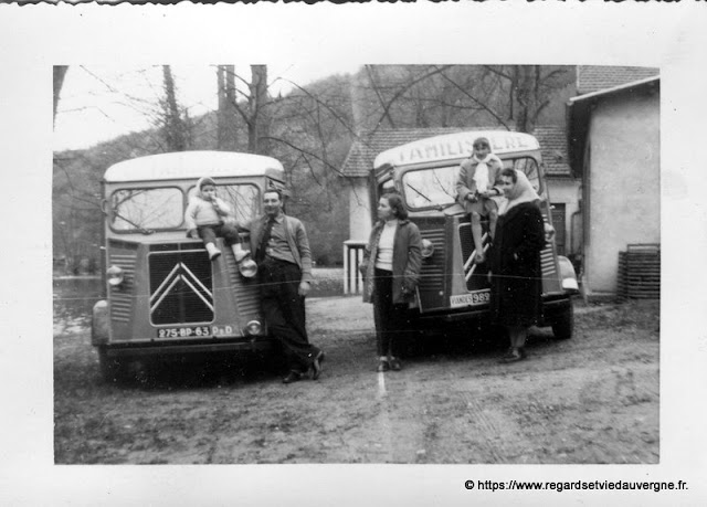 Camions de livraison du Familistère en Auvergne.
