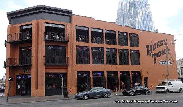 Casa de música coutry em Nashville: Hokny Tonk Central