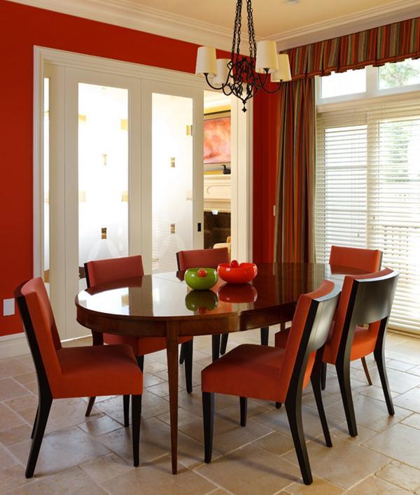 Sentuhan Warna Merah dalam Ruang Makan