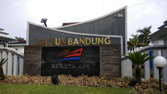 Stasiun Kereta Api Bandung enrymazni.com