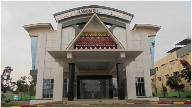 Gedung Pusat Promosi Dagang UKM Medan berada di Pekan Raya Sumatera Utara (PRSU)