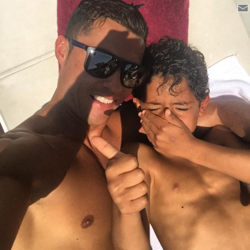 index Cristiano Ronaldo shares photo with his son