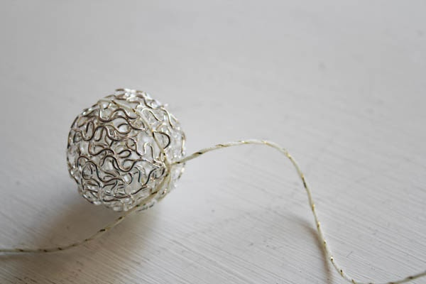 Simple Silver Metal Ball Garland | Silver and Gold Holiday Series | #silverandgold #christmas #holiday #diychristmas