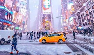 Ξαφνική χιονοθύελλα έντυσε στα λευκά τη Νέα Υόρκη και το σκηνικό είναι παραμυθένιο
