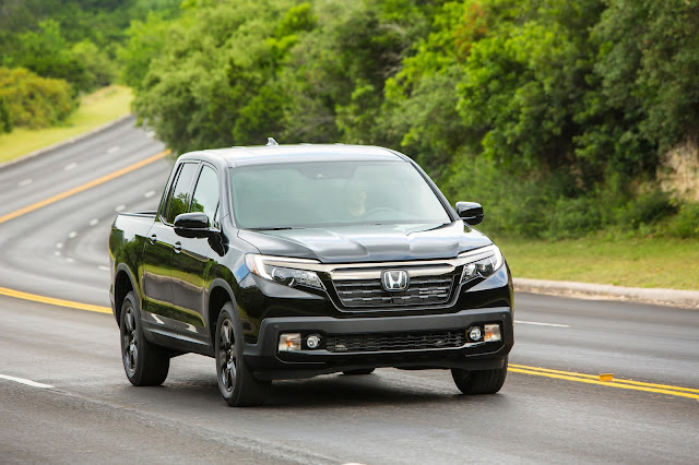 Front 3/4 view of 2017 Honda Ridgeline AWD Black Edition