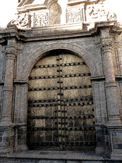 Porta da Capilla San Antonio Abad, no Hotel Monastério, em Cusco
