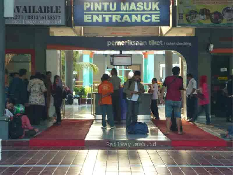 Stasiun KA Yang Dekat Obyek Wisata Jawa Timur