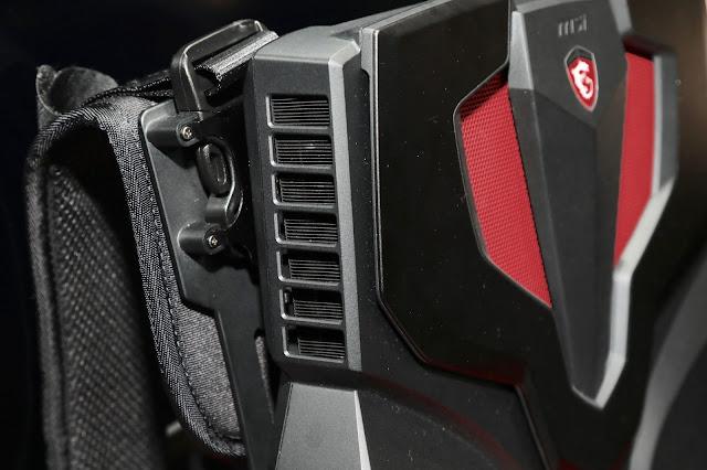廢熱部分由側邊排出,另外也可看到 MSI VR One backpack PC 的背帶部分
