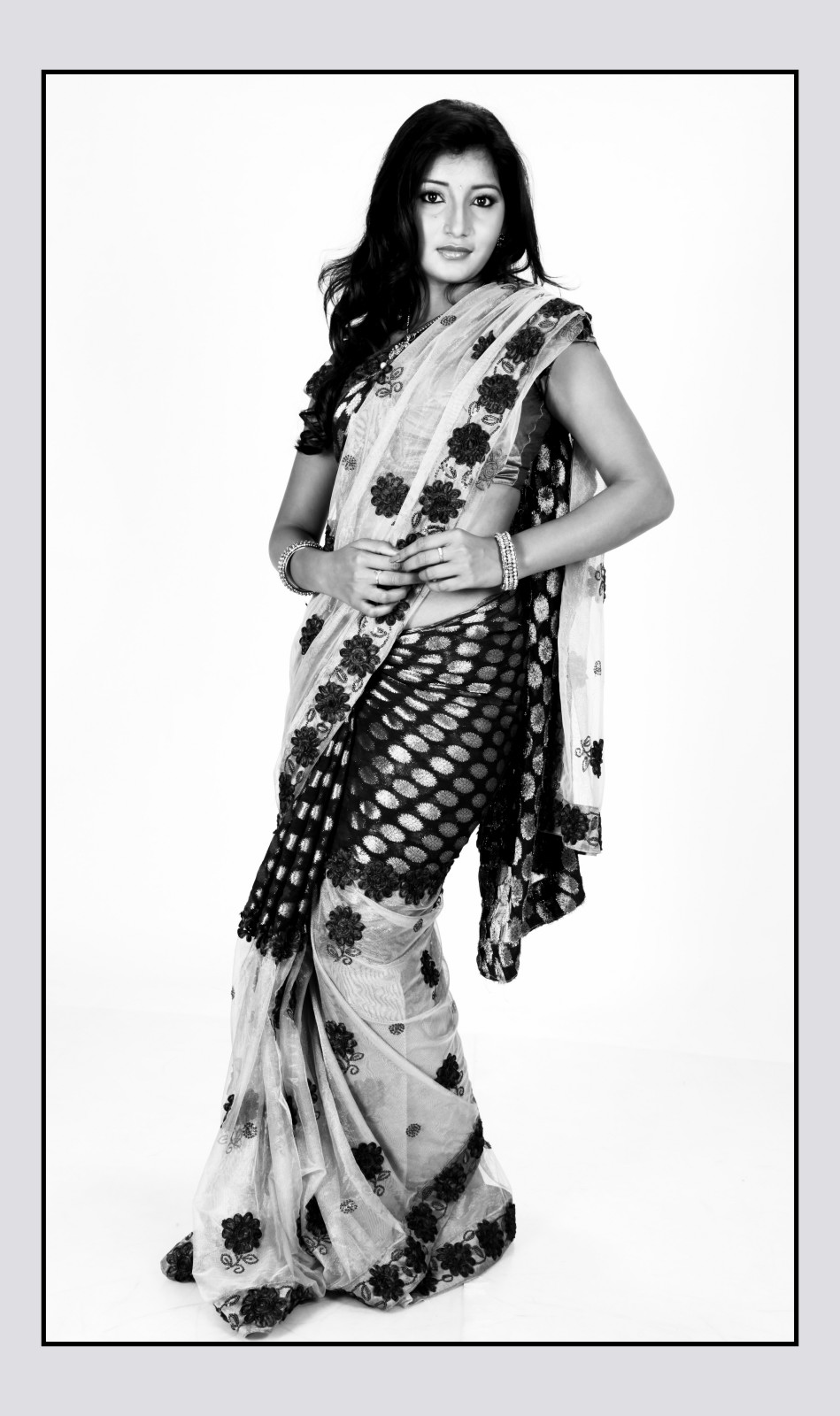 hot sexy decorative Vinny ethnic saree photo shoot