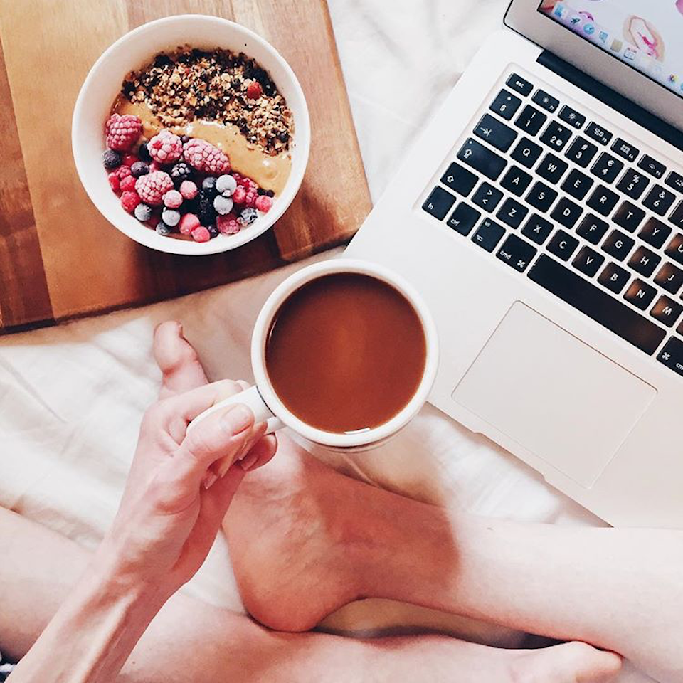 breakfast-and-coffee-in-bed-overnight-oats-berries-granola
