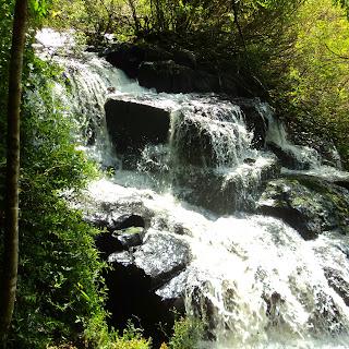 Detalhe da Água nas Corredeiras que Levam à Queda d' Água da Cascata do Caracol