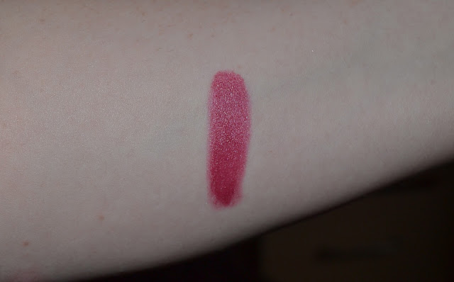 Rimmel Colour Show Off Lipstick in Love Me swatch