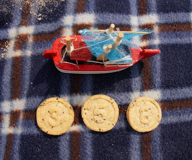 {Werbung} So macht Lernen Spaß: Ein Picknick mit Zahlenkeksen am Strand. Auf Küstenkidsunterwegs zeige ich Euch, wie Ihr auch unterwegs mit den leckeren Keksen der Sesamstrasse Bio mit Euren Kindern die Zahlen und das Zählen spielerisch üben könnt.